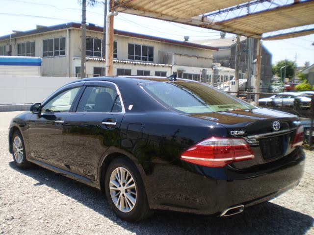 2012 toyota crown royal saloon prospective motors cars for Crown motors used cars